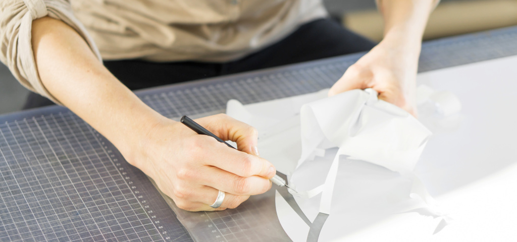 Best Self-Adhesive Vinyl Sheets for Indoor and Outdoor Art Projects – ARTnews.com